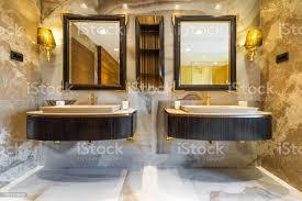 masterbadezimmer waschbecken und waschtisch in luxushaus stockfoto und mehr bilder architektur