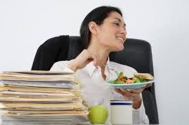 dejeuner bureau manger seule et tranquille une grande rêveuse