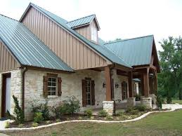 A Favorite Home Design In Texas Native Limestone And Cedar Timbers Combined With Metal Roof See More On Houzz Hill Country Inspiration
