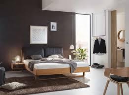 schlafzimmer einrichten mit massivholzbetten aus österreich