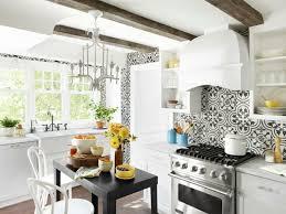 carrelage cuisine noir et blanc cuisines blanches envie de réveiller votre intérieur ideeco