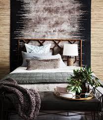 teppich hinter dem bett im schlafzimmer bild kaufen