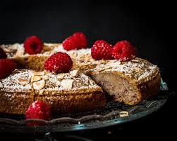 banana raspberry cake with white chocolate