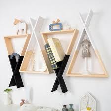 holzwand regal hängende dreieck bücherregal für wohnzimmer