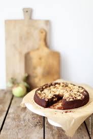 grandioser schokoladen apfelkuchen mit haselnüssen zucker
