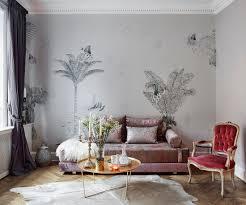 elegantes sofa vor tapete mit bild kaufen 12886742