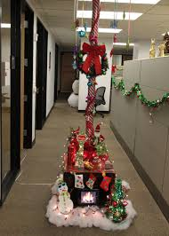 Cubicle Holiday Decorating Themes by Office Decorating Ideas For Christmas