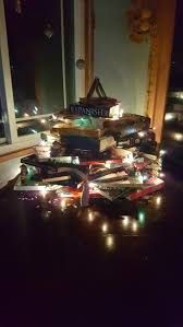 Christmas Tree Books Diy by Quick And Easy Diy College Book Christmas Tree Holidappy