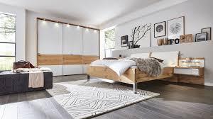 schlafzimmer grau weiss holz caseconrad