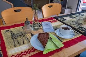 café paul das afrikanische bistro mit bar im zentrum der