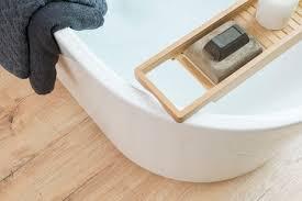 laminat für einen warmen wasserbeständigen badezimmerboden