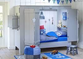 chambre enfant cabane lit cabane enfant avec volet et porte pour fille et garcon