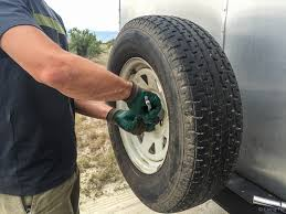 Diy Remove A Camper Jack by How To Change A Trailer Flat Tire Without A Jack U2014 Live Small