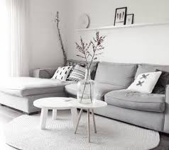 deco canapé gris déco salon décor extrêmement sobre couleur mur blanche tapis