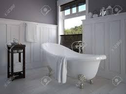 weinlese beige badezimmer mit goldenem sanitärtechnik