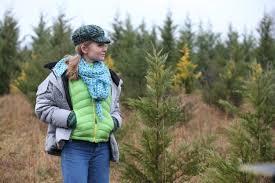 Best Christmas Tree Farms Santa Cruz by 44 Best Christmas Movies On Netflix Glamour