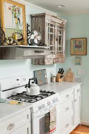 Salvaged Cabinets And Antique Finds For The Smart Shabby Chic Kitchen Design En