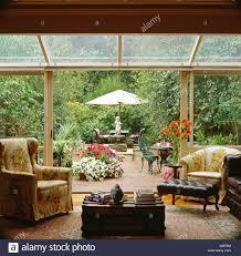 sessel im glas wintergarten wohnzimmer erweiterung mit glas