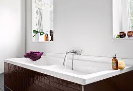 badezimmer badewanne wasser läuft ein bild kaufen