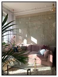 sofa rosa wohnzimmer sonne palme