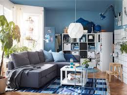 gemütliches familienwohnzimmer in blautönen ikea