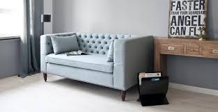 canap bleu clair canapé bleu clair confort et convivialité westwing