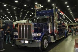 Custom Royal Blue 389 Peterbilt. Check Out That HUGE Bunk On This ...