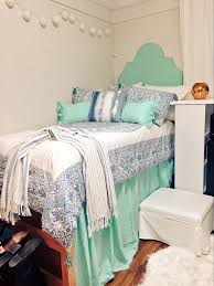 Lilly Pulitzer Bedding Dorm by Simple And Chic Dorm Room At The University Of Mississippi Dorm