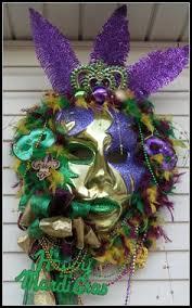 mask made with balloons mardi gras theme soirée pinterest