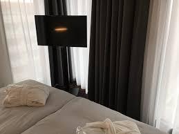 tv im schlafzimmer bild hyperion hotel hamburg