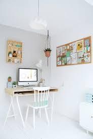petit bureau chambre le coin bureau se fait sa place dans la chambre