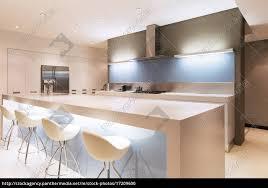 Moderne Weisse Küchen Bilder Lizenzfreies Foto 17209600 Moderne Weiße Küche Mit