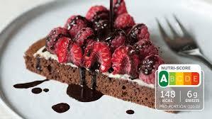 eiweiß kuchen mit schokolade und himbeeren