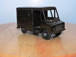 VINTAGE ERTL INTERNATIONAL Harvester Metro Mite UPS Delivery Toy ...