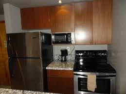 cuisine équipée frigo plaques four micro ondes photo de