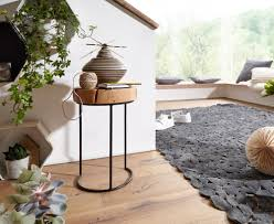 finebuy beistelltisch massiv holz wohnzimmer tisch metallbeine landhaus stil baumstamm form echt holz farbe wählbar