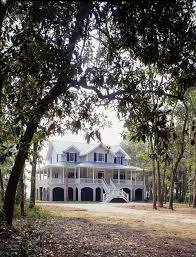 Southern Colonial Homes by G Mccarthy
