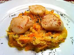 cuisiner les coquilles st jacques surgel馥s noix de jacques poêlées sur fondue aux 2 légumes la