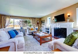 schönes wohnzimmer mit gemütlichem kamin weiches wohnzimmer