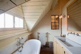 kleines dachgeschoss badezimmer mit bild kaufen