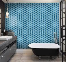 blaue fliesen tapete badezimmer