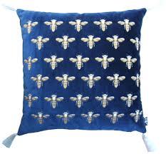 casa padrino luxus deko kissen mit troddeln bees blau gold weiß 45 x 45 cm feinster samtstoff luxus deko accessoires