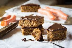 karotten nuss blechkuchen mit schokoladeglasur tiroler