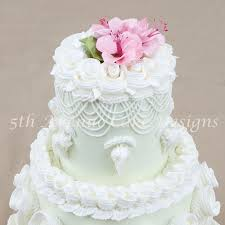Learn The Technique To Piping Royal Icing Using Lambeth Method Of Cake Decorating