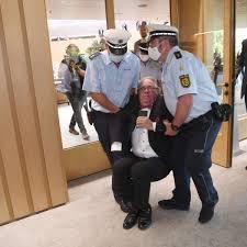 Landtag Baden Württemberg Stuttgart Eskalation Im Landtag Polizei Muss Abgeordneten