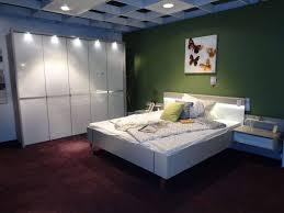 schlafzimmer inkl schrank bett und nachtkonsolen