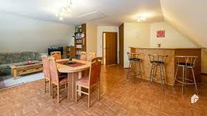 einziehen und wohlfühlen ansprechendes einfamilienhaus mit großem garten 3 garagen und keller