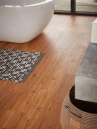 schöner vinylboden fürs bad angenehm zum laufen