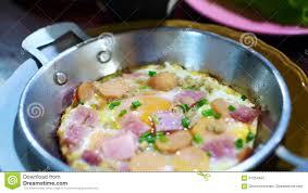 cuisine visuelle la cuisine visuelle a assaisonné l oeuf au plat la saucisse et la