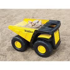100 Tonka Classic Dump Truck This Steel Toughest Mighty Dump Truck Is A Takecharge